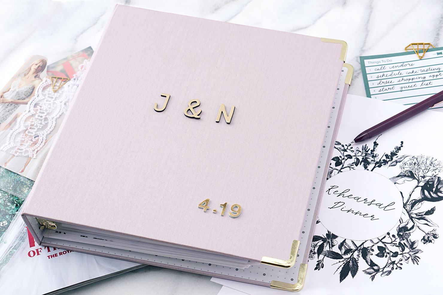 DIY Wedding Binders to Plan a Perfect Wedding